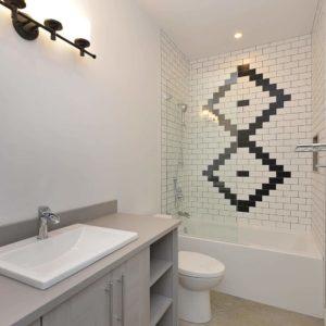 Interior - Guest Suite Bathroom - Selma Park Post Beam Residence